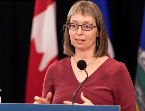 Alberta adds more COVID-19 restrictions, resumes contact tracing in schools(VIDEO)